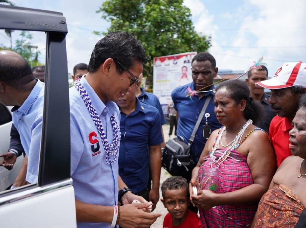 Kampanye di Manokwari, Sandiaga Kaget Dihadang Mama-mama