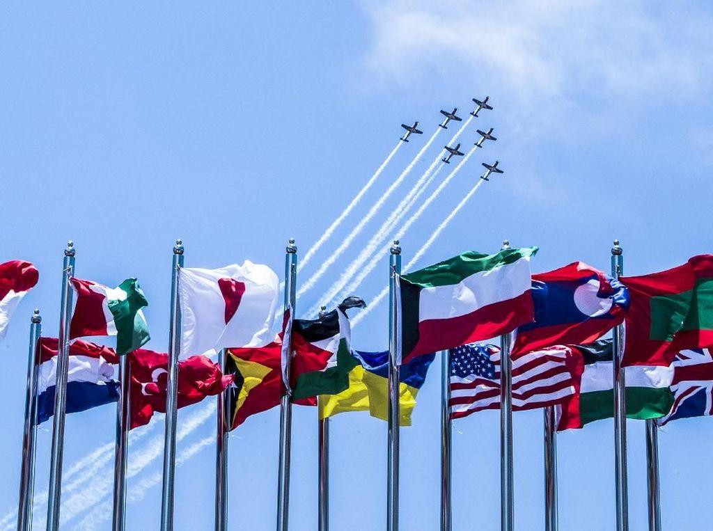 Pesawat Tim Aerobatik Jupiter Beraksi di Langit Malaysia