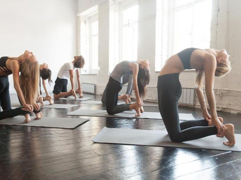 Tren Pakai Legging Jadi Kontroversi, Ini Pandangan Para Instruktur Yoga