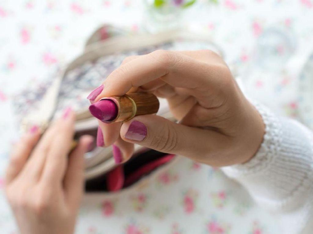 Ini Saran Dokter Pilih Jenis Lipstik Agar Bibir Tidak Kering