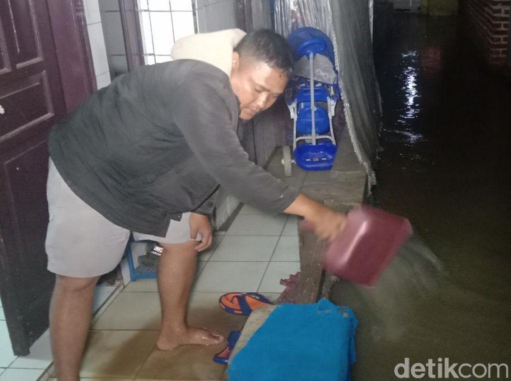 Tanggul Jebol Tak Diperbaiki, Ratusan Rumah di Bandung Kebanjiran