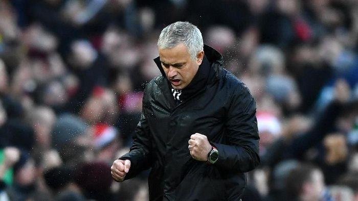 Jose Mourinho bakal berpikir lebih keras saat menghadapi pemain sehebat Lionel Messi. (Foto: Gareth Copley/Getty Images)