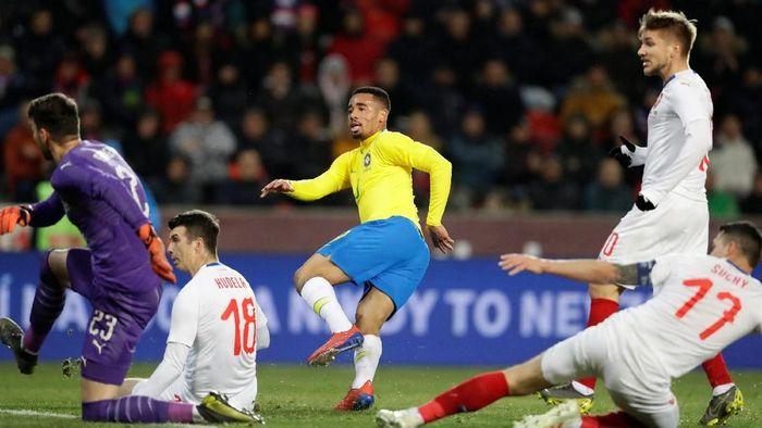 Sempat tertinggal, Timnas Brasil menang 3-1 atas Republik Ceko di laga persahabatan. Gabriel Jesus bikin dua gol untuk Selecao. (Foto: David W Cerny/Reuters)
