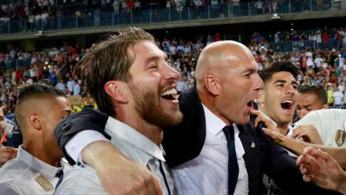 Sergio Ramos membantah kabar mendesak penunjukan Zinedine Zidane sebagai pelatih Real Madrid. (Foto: Gonzalo Arroyo Moreno / Getty Images)