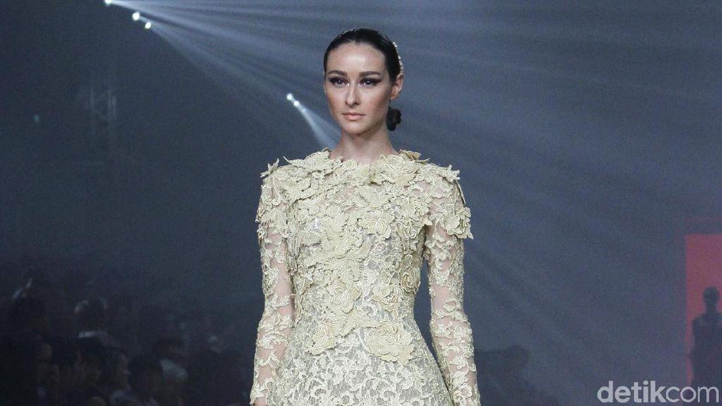 Foto: Koleksi Busana Didi Budiardjo Rayakan 30 Tahun Berkarya Jadi Desainer