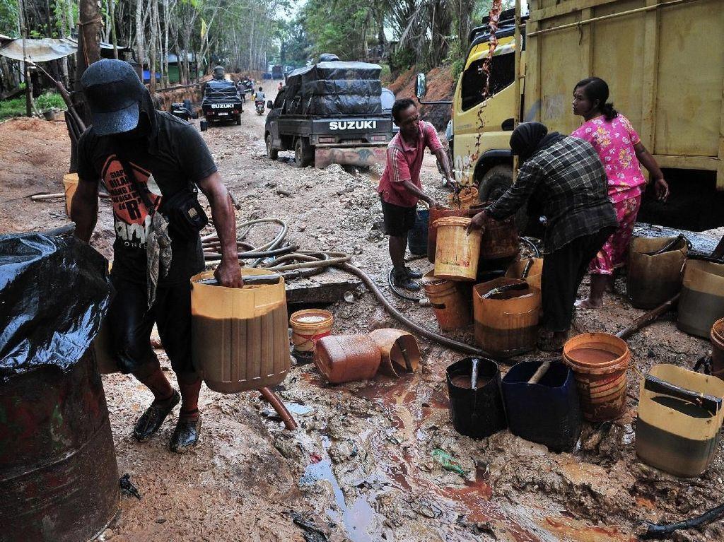 Mengintip Lokasi Pengeboran Minyak Ilegal di Jambi