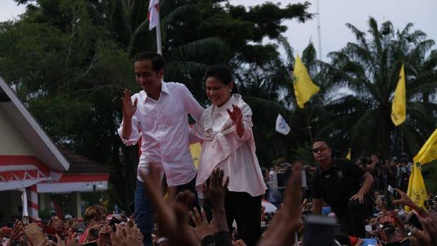 Diarak Naik Becak di Mamuju, Jokowi: Apa Karewa?