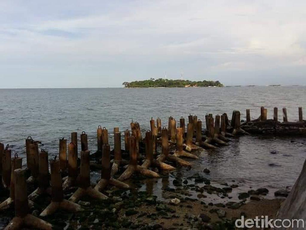 Wisata Horor ke Pulau Narapidana di Teluk Jakarta