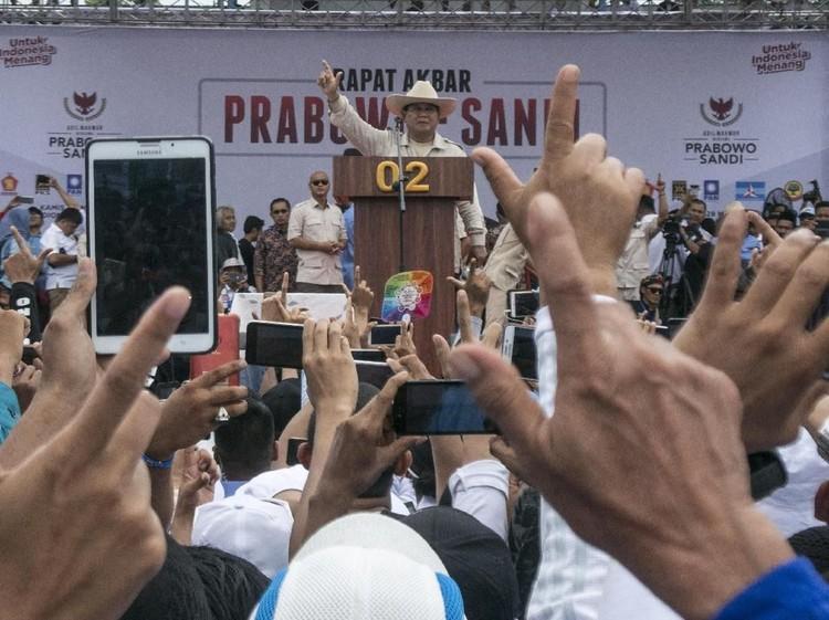 Prabowo Tanya Pendukung: AHY dan Aher Pantas Nggak Jadi Menteri?