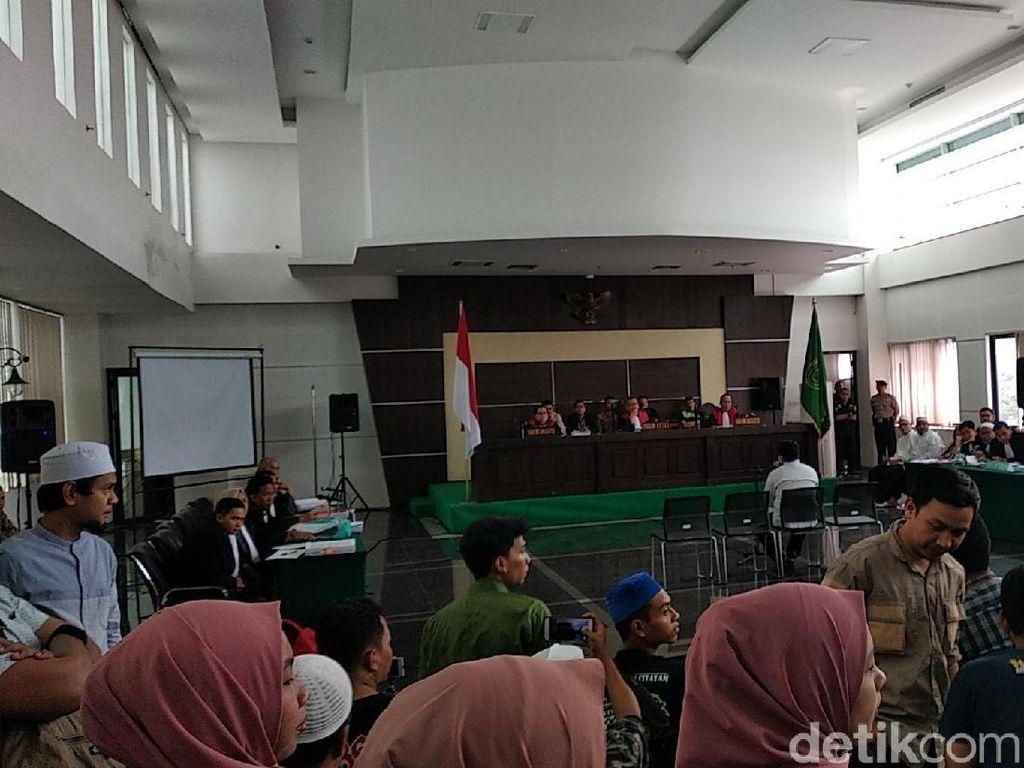 Sidang Korban Penganiayaan Habib Bahar Tertutup, Pengunjung Protes