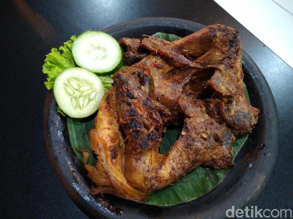 Taliwang Lima Rasa : Huahh! Sengatan Pedas Ayam Bakar Taliwang dan Plecing Kangkung