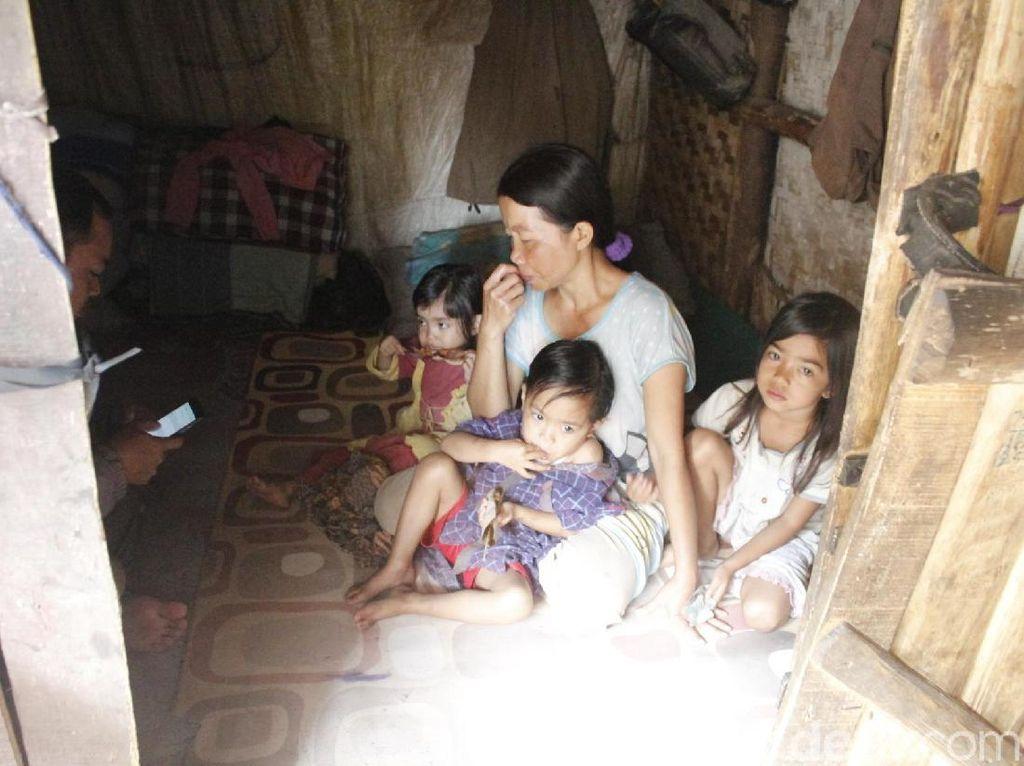Melihat Kehidupan 9 Orang Penghuni Gubuk Bekas Kandang Kambing