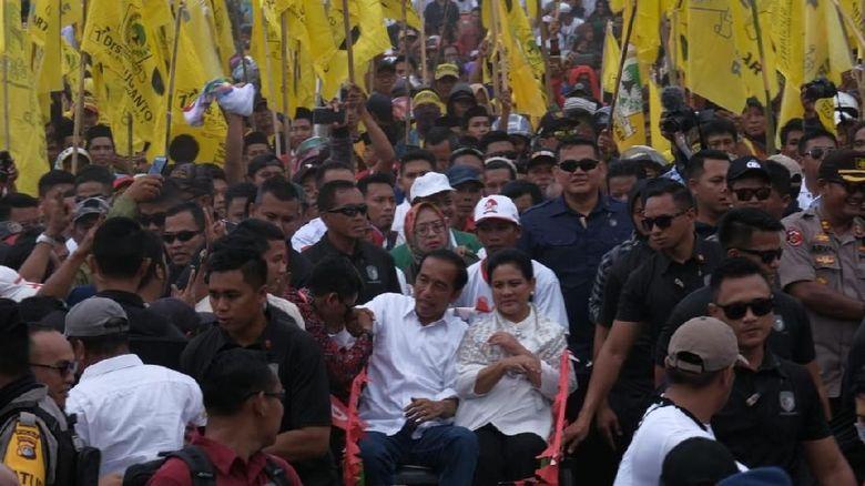 Naik Becak di Mamuju, Jokowi: Apa Karewa?