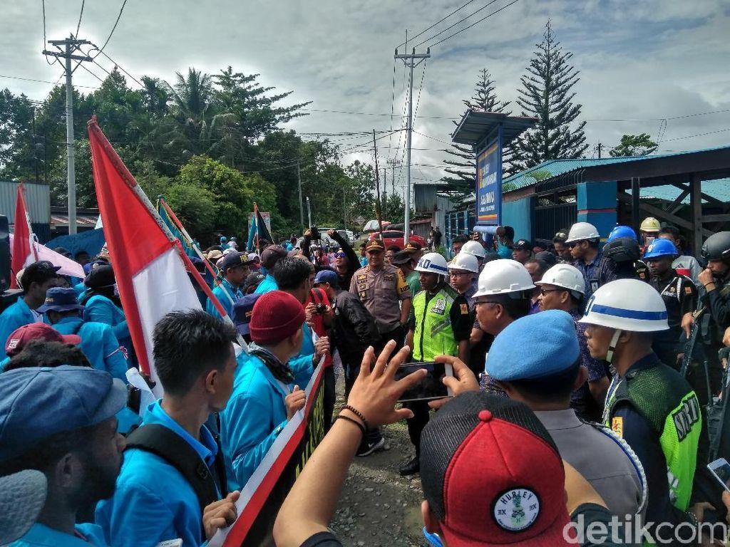 Timika Sering Mati Lampu, Mahasiswa Demo Minta Kepala PLN Dicopot