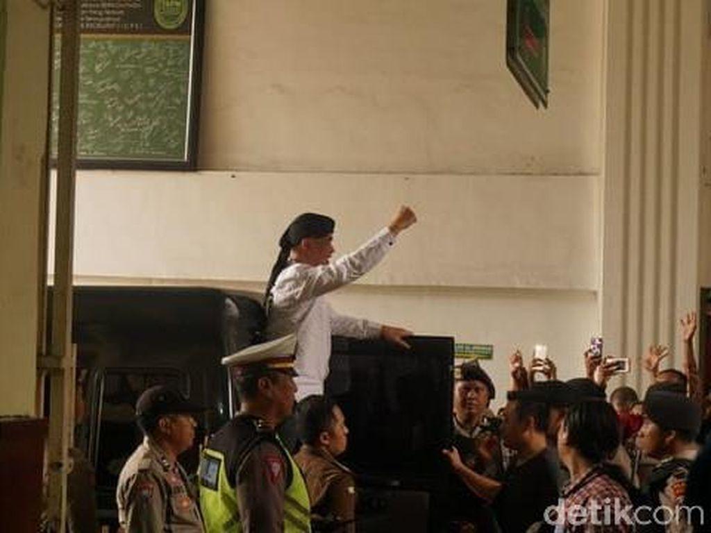 Tiba di Pengadilan, Ketampanan Dhani Pukau Kaum Hawa: Gantenge, Rek