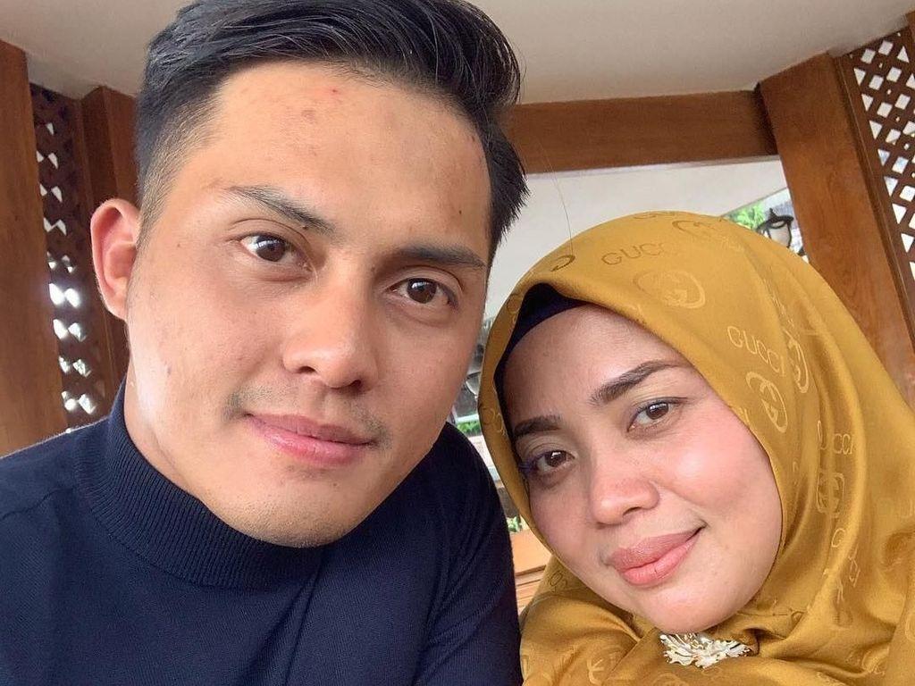 Ini Hadiah Ulang Tahun Pernikahan Muzdalifah dengan Suami Muda