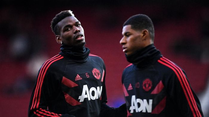MANCHESTER, ENGLAND - OCTOBER 28:  Paul Pogba and Marcus Rashford of Manchester United warms up prior to the Premier League match between Manchester United and Everton FC at Old Trafford on October 28, 2018 in Manchester, United Kingdom.  (Photo by Laurence Griffiths/Getty Images)