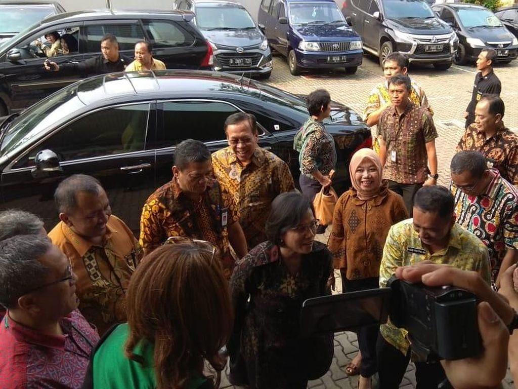 Jelang Akhir Laporan SPT, Sri Mulyani Blusukan ke Kantor Pajak