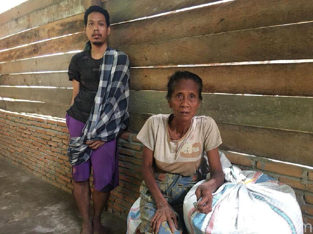 Kisah Nenek Kaissing, Tinggal di Rumah Bocor dan Urus 2 Anak Gangguan Jiwa