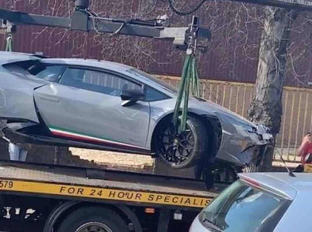 Gaya-gayaan Ngebut Naik Lamborghini, Eh Nabrak Tembok!