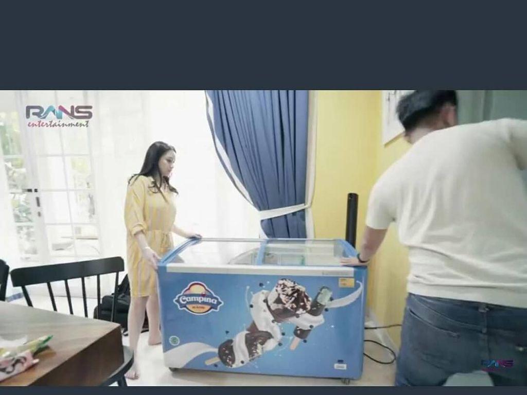 Dibelikan Es Krim Se-Freezer, Rafathar Bikin Iri Banyak Netizen