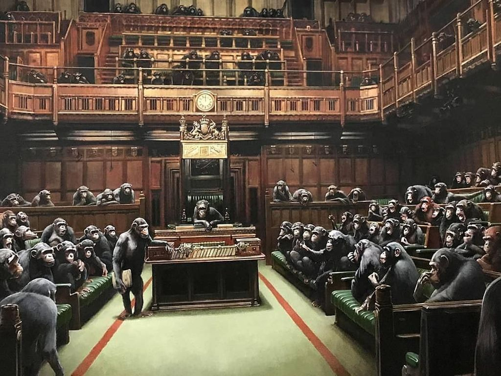 Lukisan 100 Simpanse Duduk di Parlemen Bikin Heboh Museum di Inggris