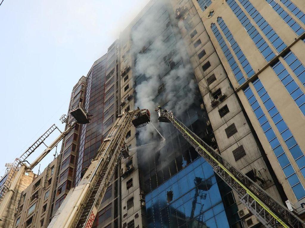 Gedung Perkantoran Bertingkat Terbakar di Bangladesh, 25 Orang Tewas