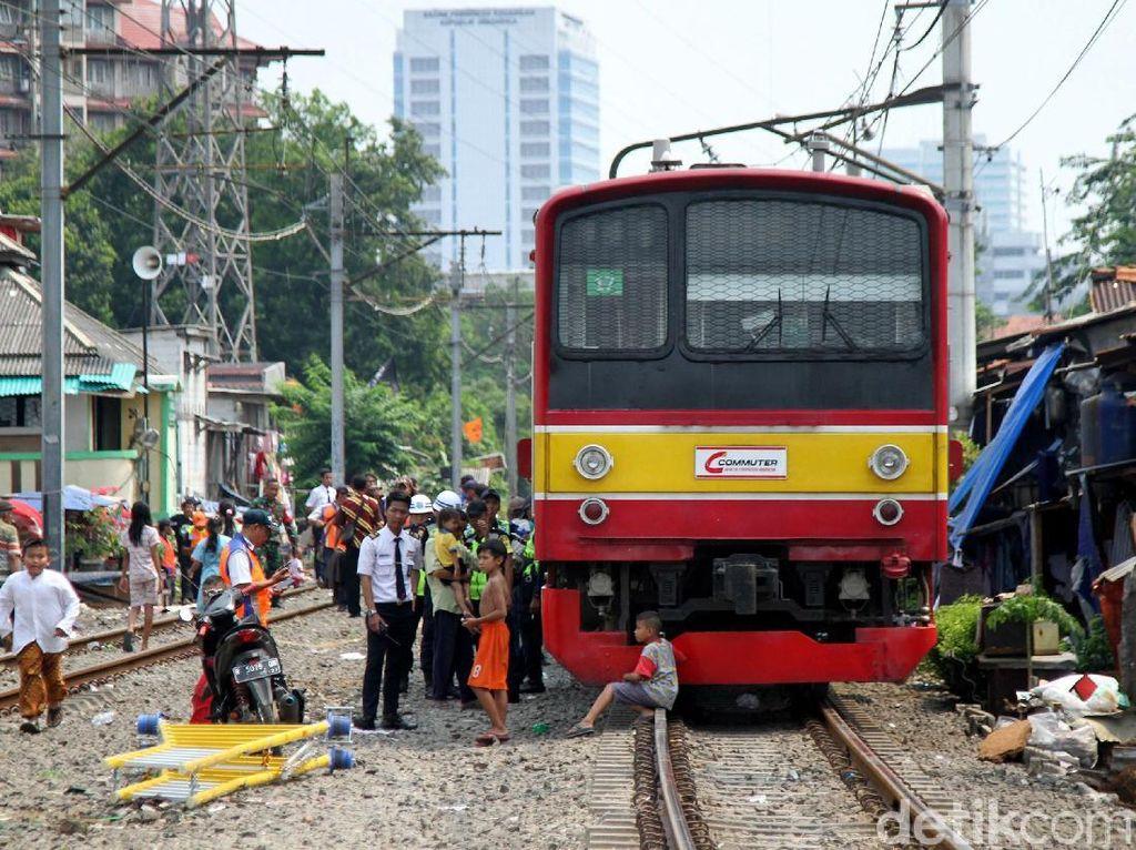 KRL Dievakuasi, Tanah Abang-Palmerah Baru Bisa Dilewati Satu Jalur