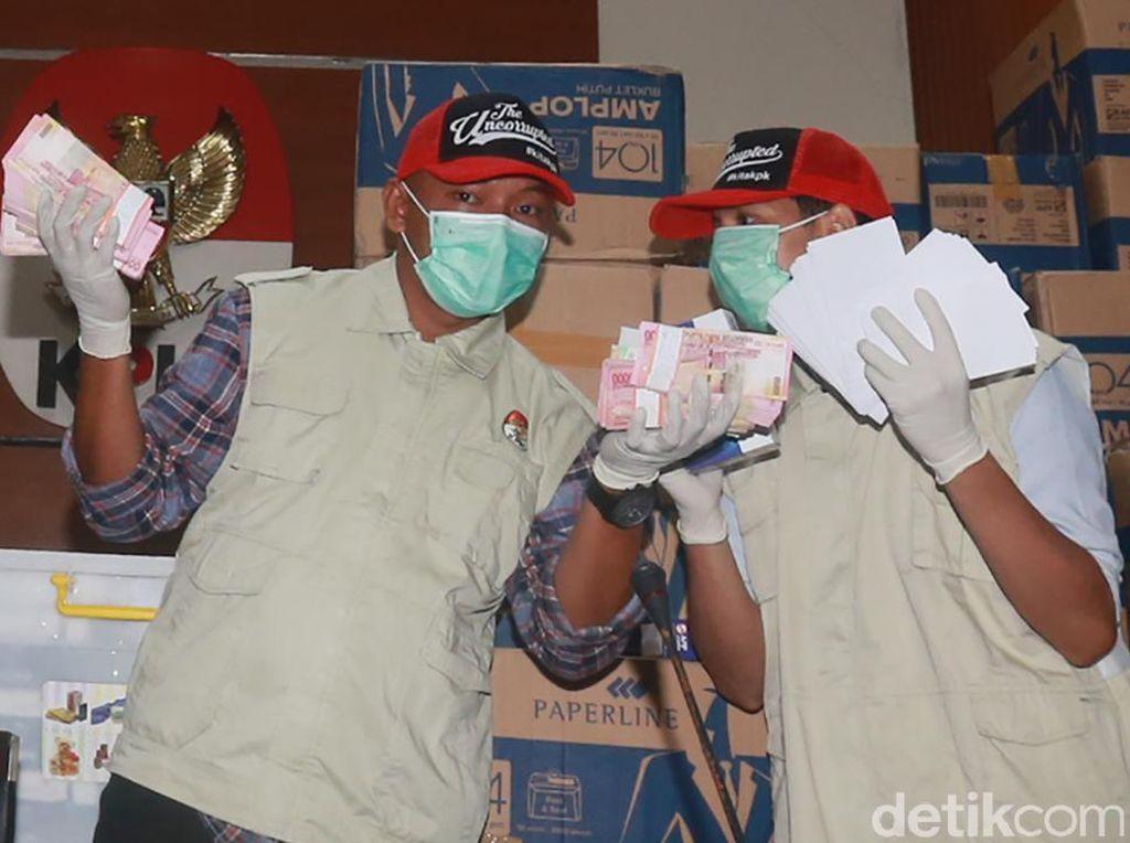 Fahri Hamzah Nilai Elektabilitas Jokowi Berantakan Usai OTT Bowo Sidik