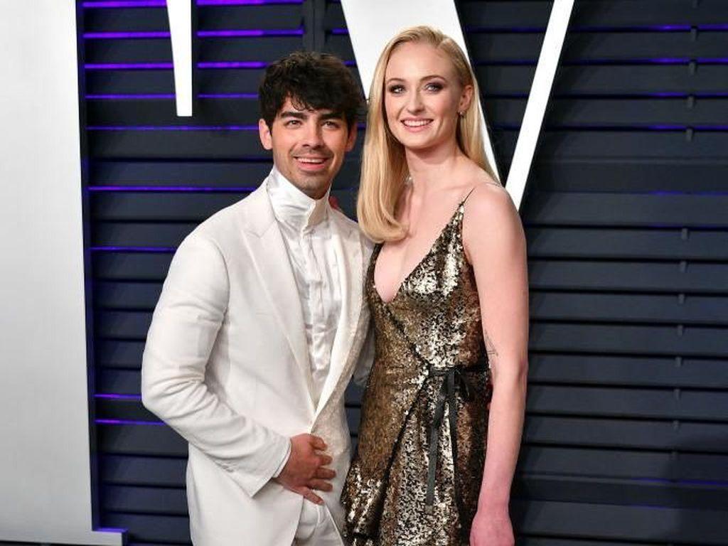 Kejutan! Joe Jonas dan Sophie Turner Resmi Menikah