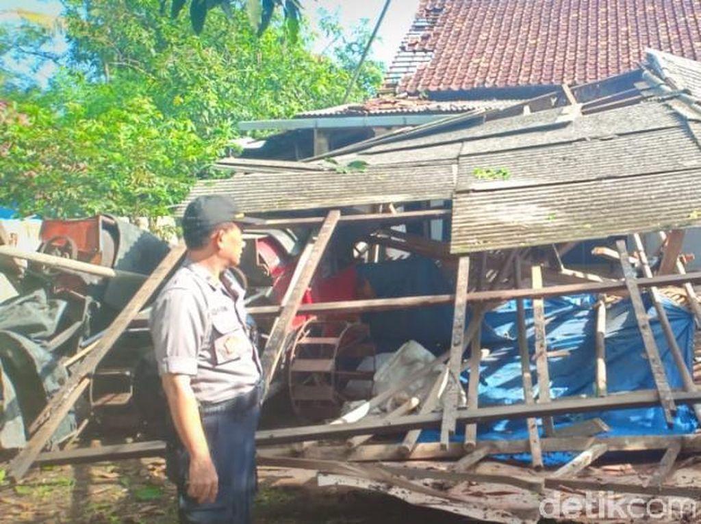 157 Rumah Rusak Akibat Puting Beliung di Bekasi