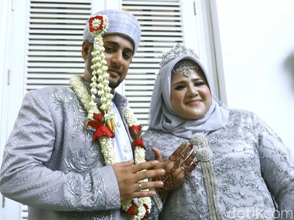 Senyum Lega Dhawiya Usai Resmi Menikah