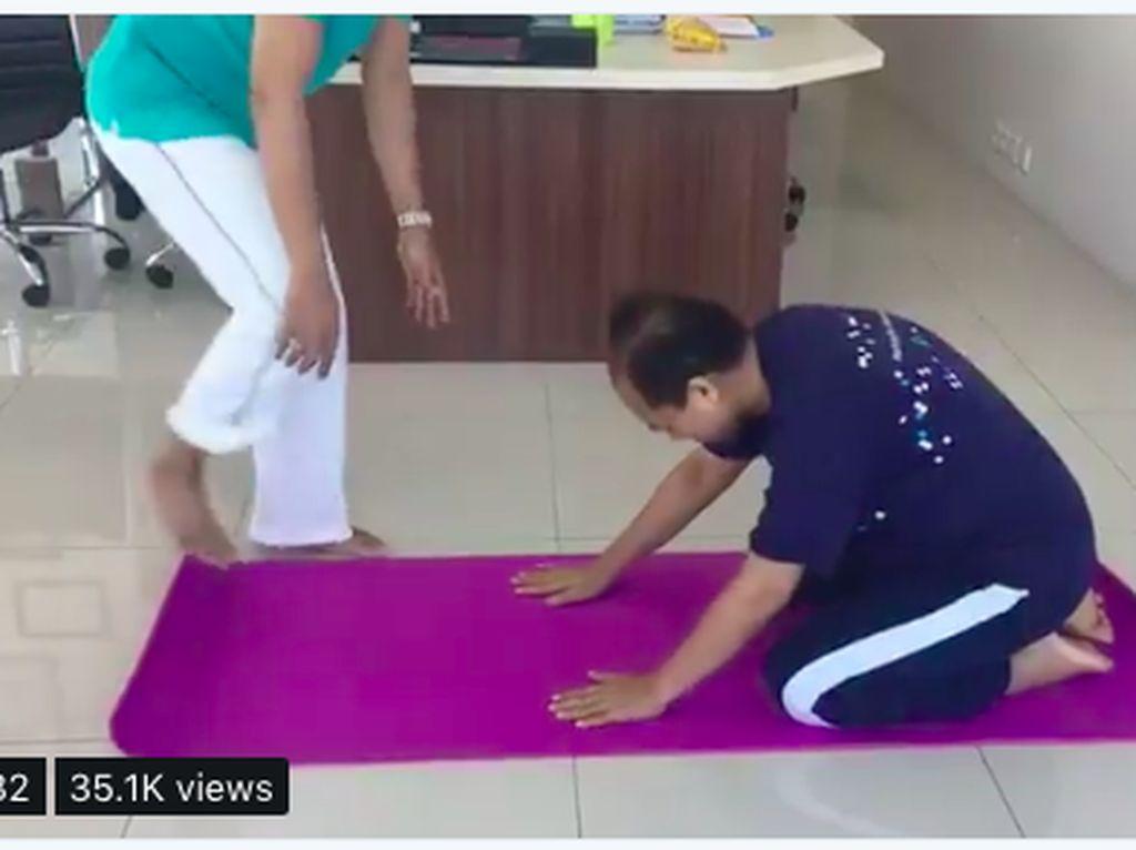Pantang Menyerah, Sutopo BNPB Lawan Kanker dan Skoliosis dengan Yoga!