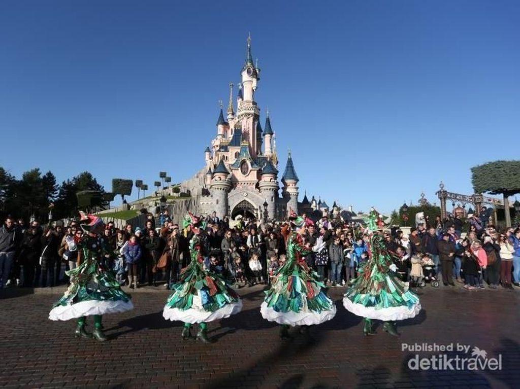Taman Rekreasi Disneyland Larang Kantong dan Sedotan Plastik