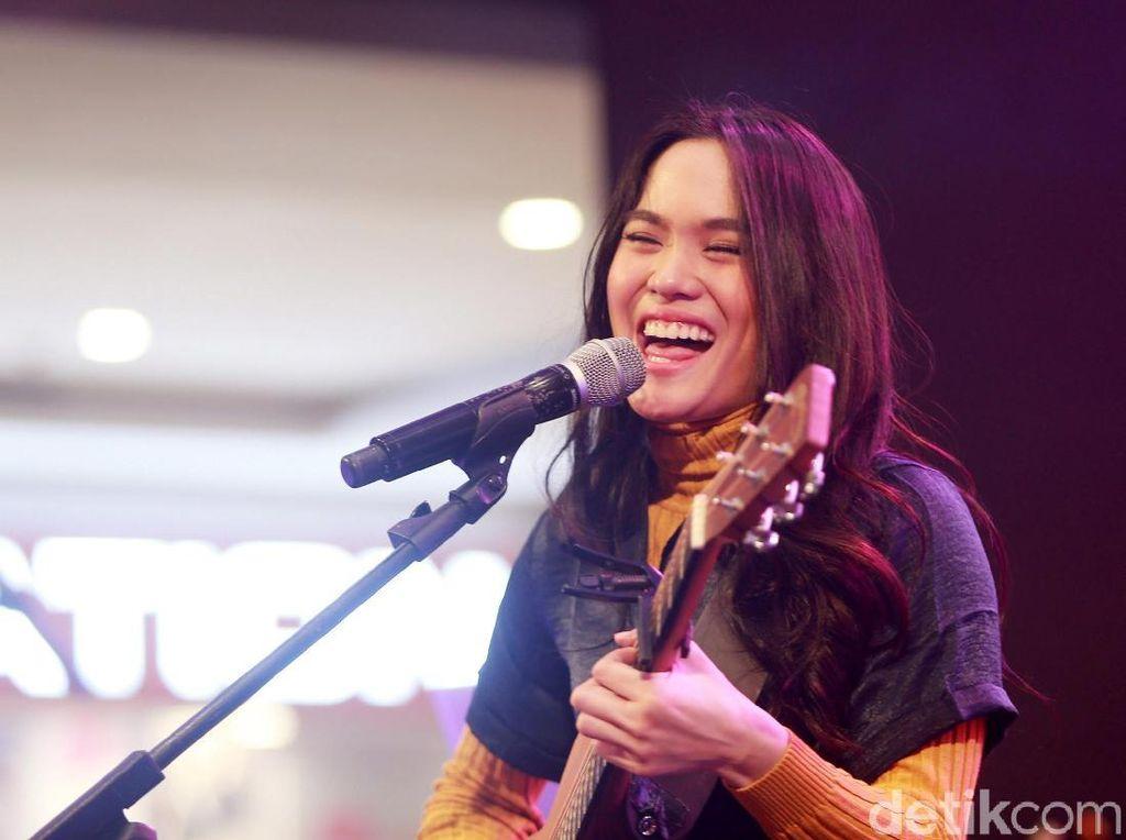 Sheryl Sheinafia Cerita Makna Mendalam Lagu Okay