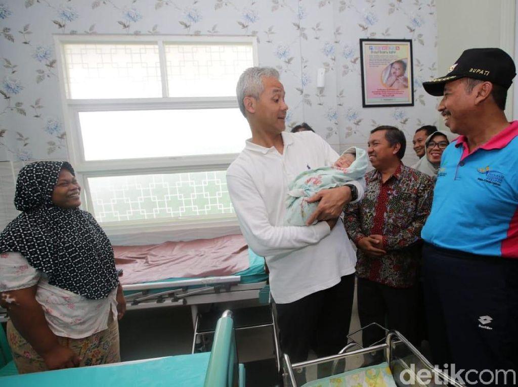 Di Rembang, Gubernur Ganjar Beri Nama Bayi Muhammad Joko Maruf