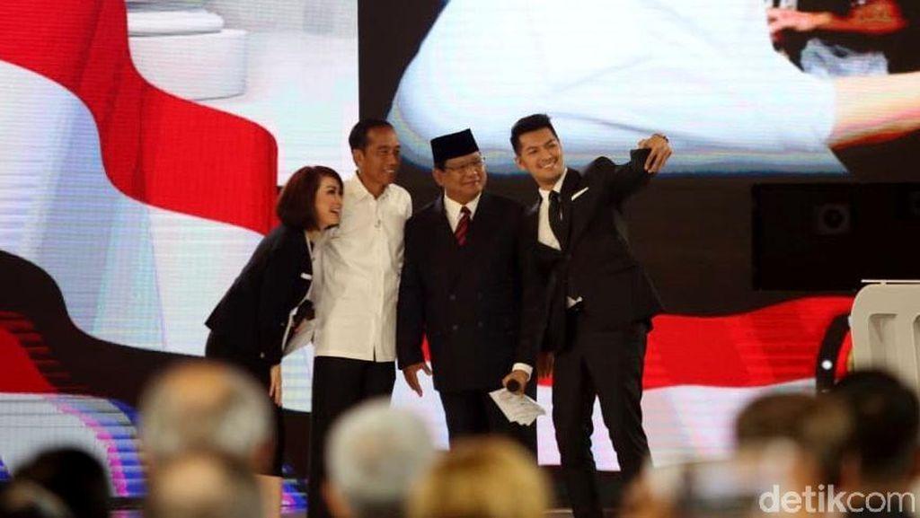 Wefie Prabowo-Jokowi Tutup Debat Keempat Pilpres 2019