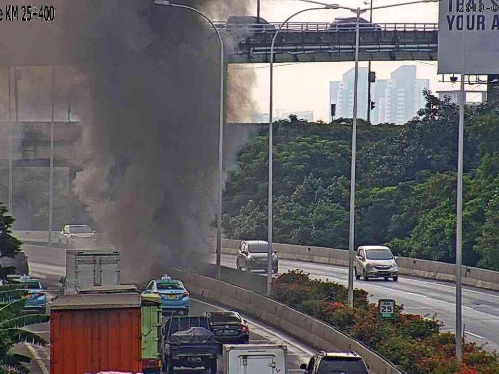 Kebakaran Lapak di Kolong Tol Pluit Padam, Lalin Masih Padat