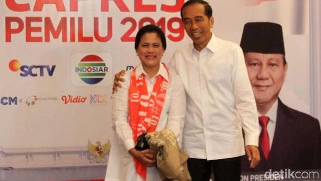 Romantis Banget, Jokowi Rangkul Iriana Saat Tiba di Shangri-La
