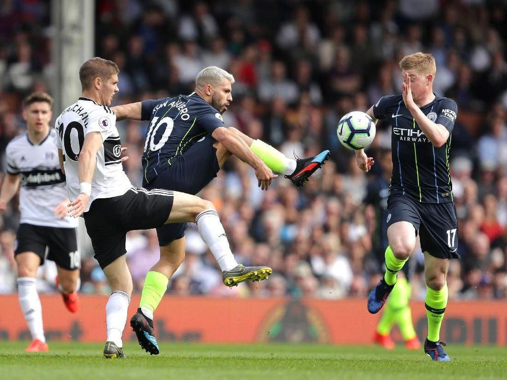 Hasil Liga Inggris: Atasi Fulham, City ke Puncak Klasemen