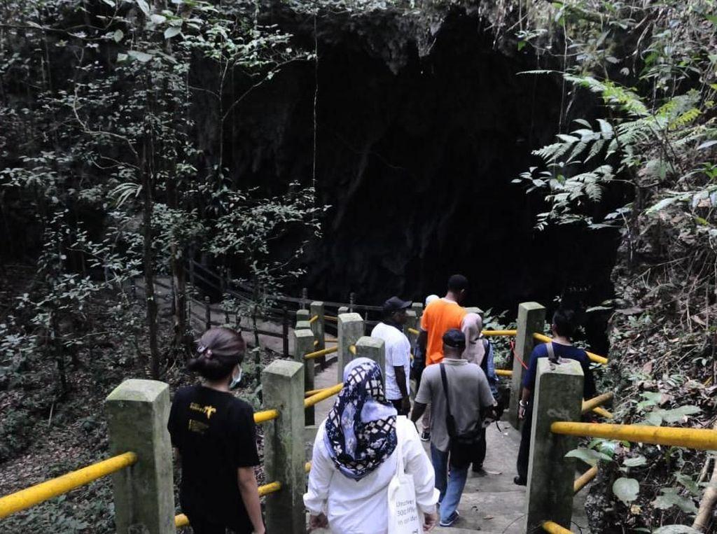 Kemenpar Ajak Dinas Pariwisata Benahi Destinasi Unggulan Biak