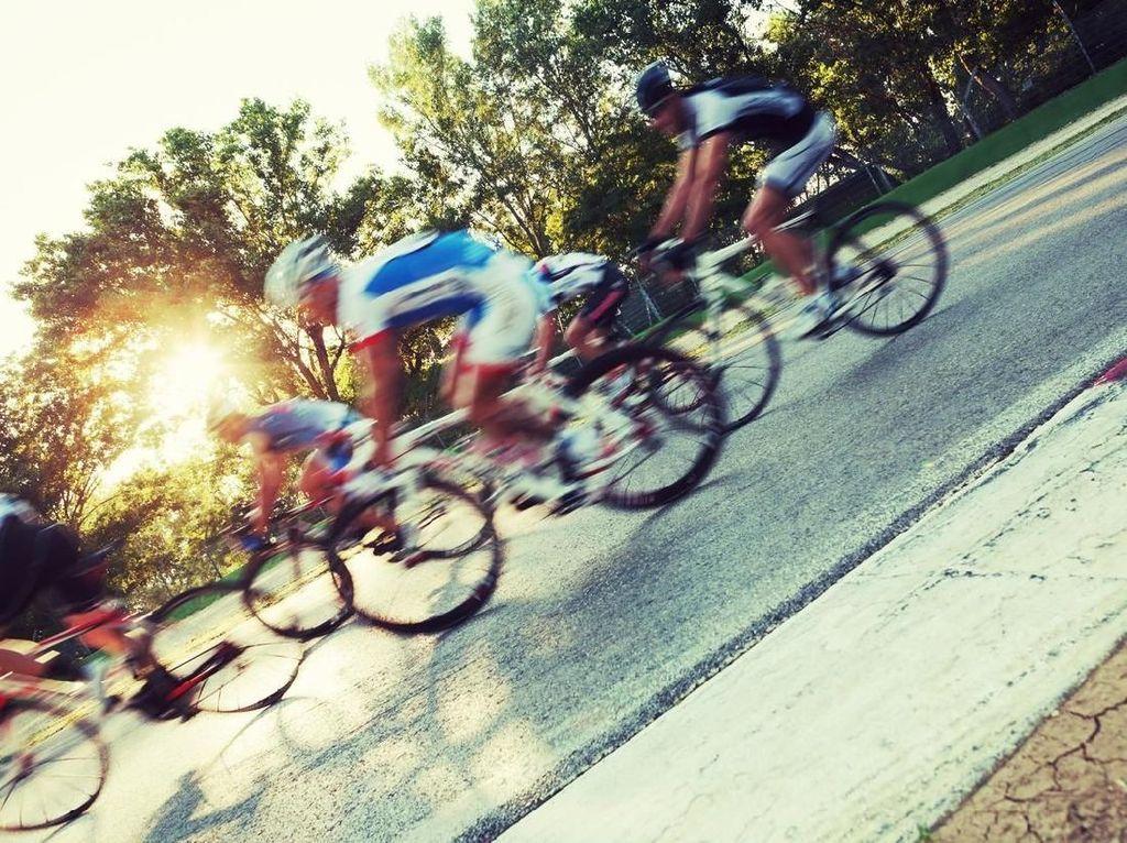 Ingin Komunitas Sepeda Kamu Dibuatkan Jersey Gratis? Cek di Sini