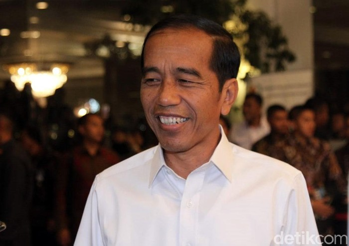 Jokowi tiba di Hotel Shangri-La, Jakarta, Sabtu (30/3/2019)