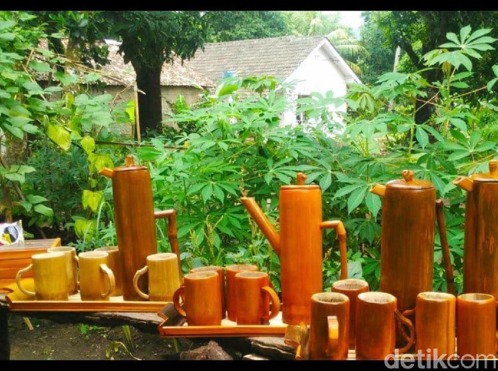 Warga Sukabumi Sulap Limbah Bambu Menjadi Karya Seni