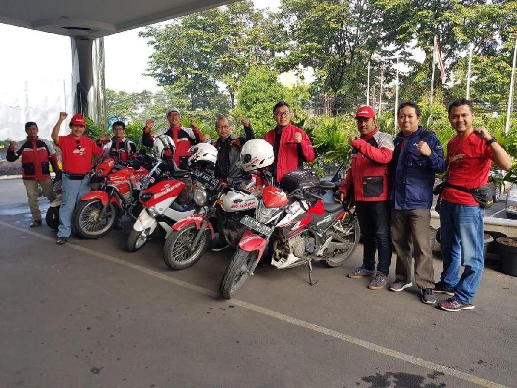 Di Bandung, Peserta Enduro Touring Kopdar Bareng Komunitas Motor