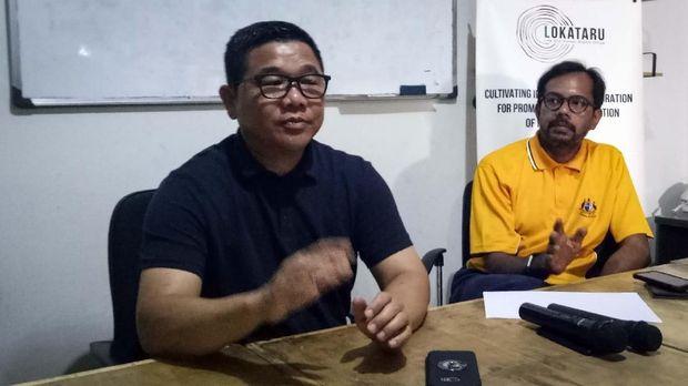Mantan Kapolsek Pasirwangi AKP Sulman Azis (kiri) menyebut ada penggalangan di internal polisi untuk memanangkan paslon 01.