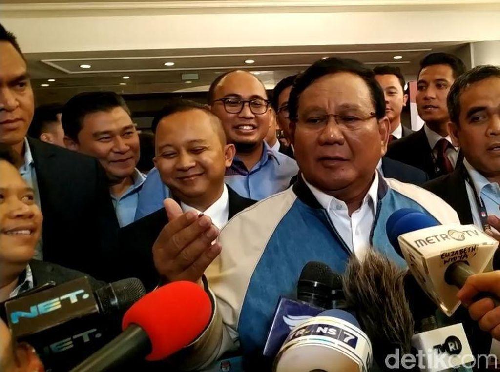 Prabowo-Titiek Kompak Pakai Jaket Buatan Didit Usai Debat Capres