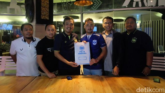 Shohei Matsunaga diikat oleh PSIS Semarang. (Foto: Angling Adhitya Purbaya/Detikcom)