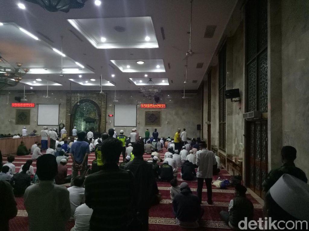 Jelang Apel Siaga 313, Massa Salat Subuh di Masjid Sunda Kelapa