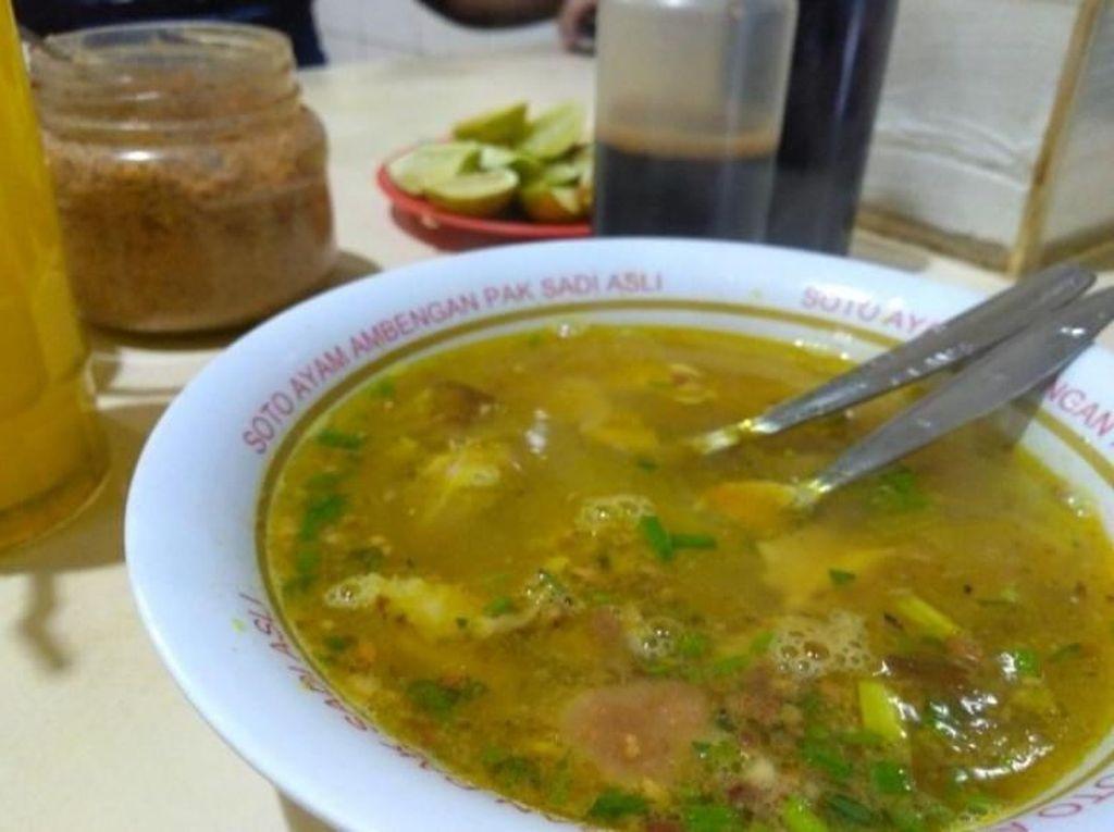 Foto: Siang-siang Wisata Kuliner Soto Ambengan di Surabaya